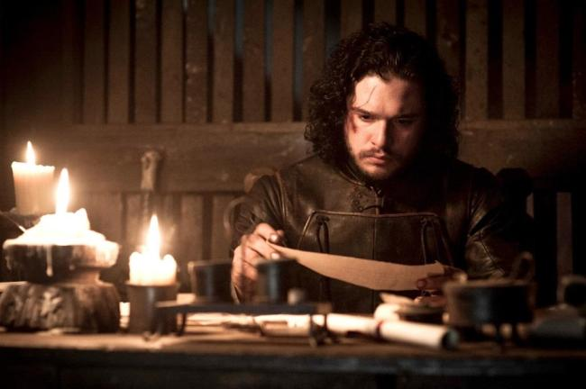 Jon-Snow-reads-a-letter